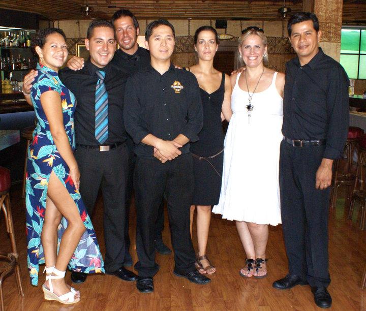equipo del restaurante Polynesians