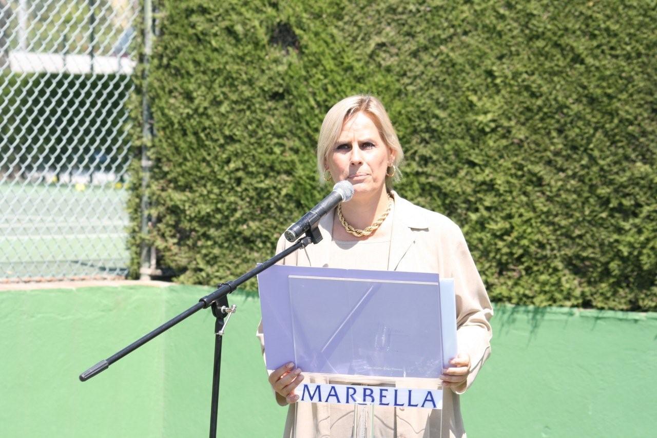 Marie-Noëlle dirigiendo el evento