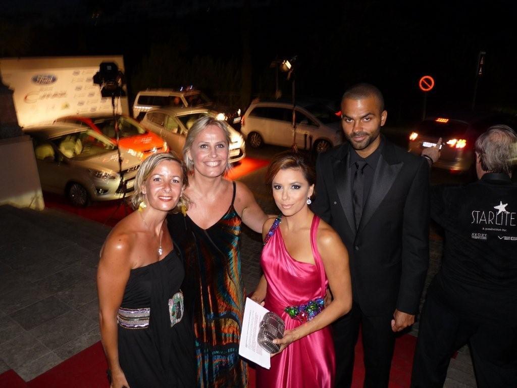 Marie-Noëlle Erize con Ana Porras, Eva Longoria y Tony Parker