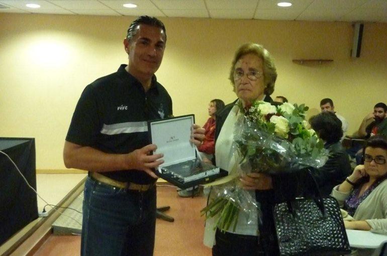 Emotivo homenaje a Toa Paterna en el día inaugural del IV Clinic de Baloncesto a favor de la FCS