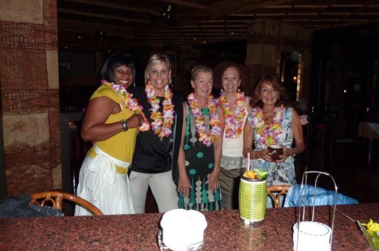 Cena hawaiana en Cocktail Bar Restaurante POLYNESIAN'S